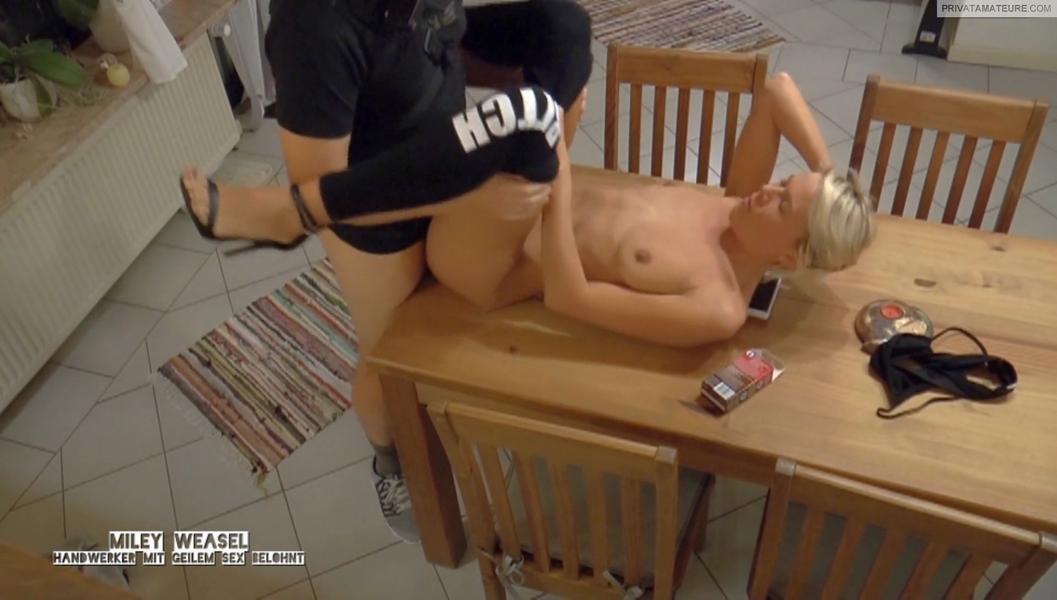 Handwerker mit geilem Sex belohnt