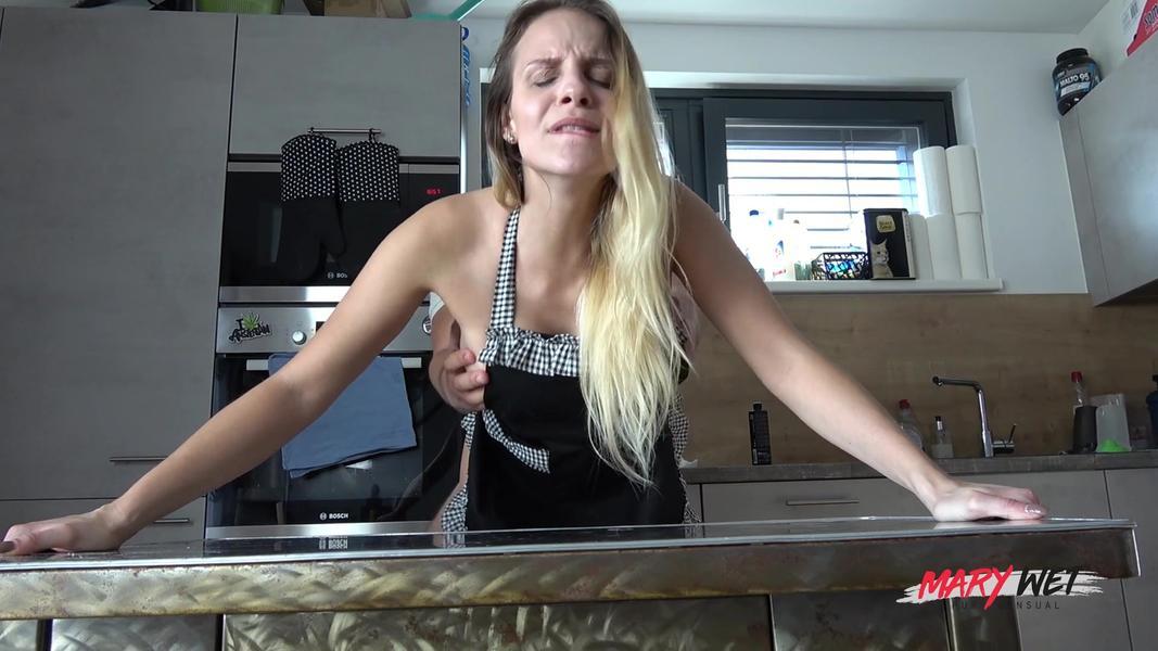 byte.to Die perfekte Hausfrau gefickt und vollgespritzt