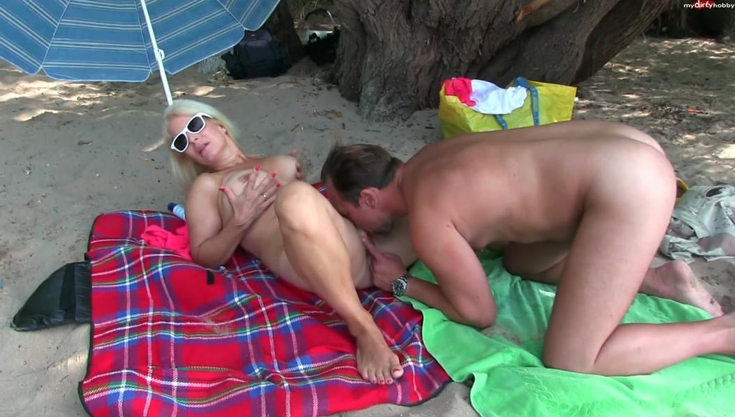 Notgeil Spontan am Strand gefickt
