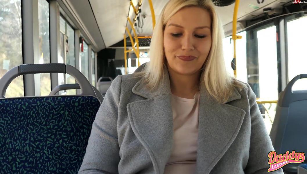 download Oeffentlicher Doppelabgang im Linienbus